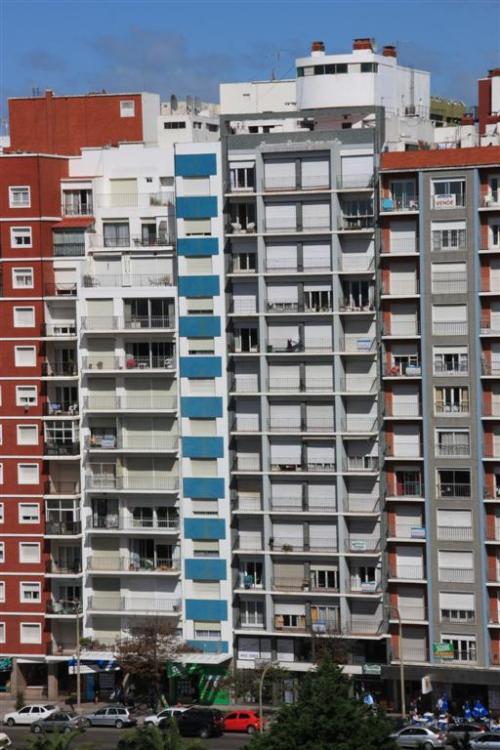 Edificio Adela Colon 2056